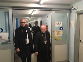 Peter Assembergs con il vescovo di Verona Zenti all'ospedale di Desenzano