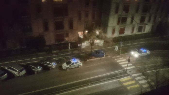 Un'auto schiantata in via Salvo d'Acquisto, foto BsNews.it