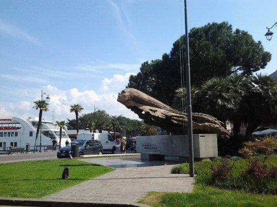 Il monumento agli Aviatori di Desenzano del Garda