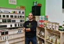 Gianpiero Occhialini nel negozio di Brescia (via Diaz) di Hempatika Cbd Store, la prima catena bresciana dedicata alla canapa legale