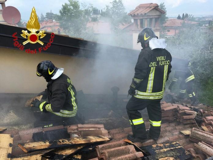 Incendio in un'abitazione di Soiano del Lago, intervento dei Vigili del fuoco