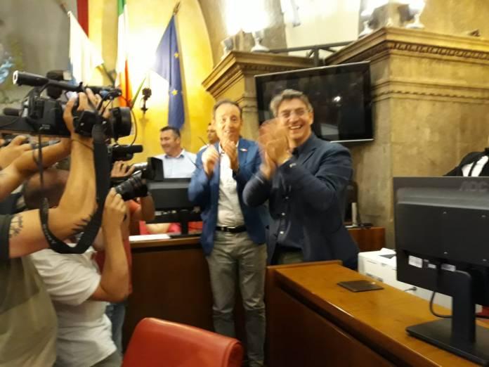 Emilio Del Bono festeggia la vittoria elettorale