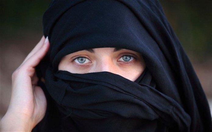 Una donna islamica velata, foto generica