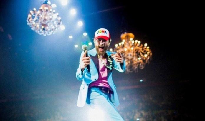Il cantante Jovanotti in tour