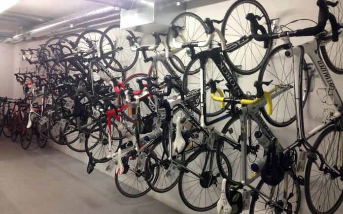 Un negozio di bici da corsa, foto d'archivio