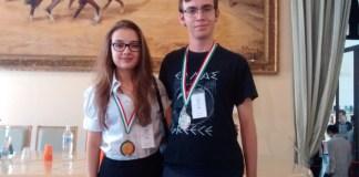 Daniela Brozzoni, dell'IIS Castelli di Brescia e Giacomo Gallina del Liceo Leonardo di Brescia