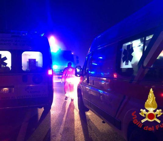 Vigili del fuoco e soccorsi in azione nella notte