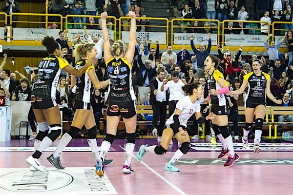 Le Leonesse esplodono di gioia a fine match (Foto Roberto Muliere per Rm Sport)
