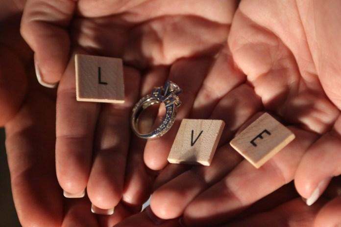 Promessa di matrimonio, foto generica