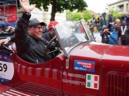 Moceri e Bonetti al traguardo della Mille Miglia, foto da pagina Facebook ufficiale