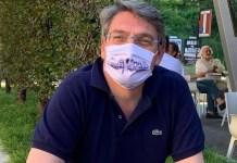 Il sindaco di Brescia Del Bono indossa la mascherina con gli skyline di Bergamo e Brescia