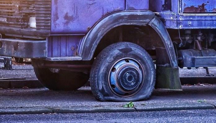 pneumatico bucato - da pixabay