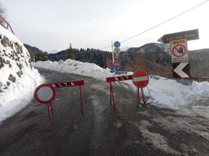 strada chiusa - valanga- Croce Domini - foto da Provincia di Brescia