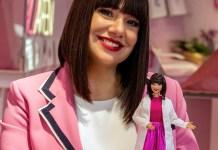 L'imprenditrice bresciana Cristina Fogazzi con la Barbie Estetista Cinica, che ha le sue sembianze