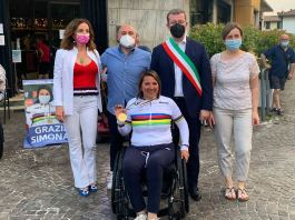 Simona Canipari accolta dal sindaco di villanuova sul clisi - foto da Michele Zanardi, sindaco