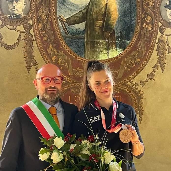 Veronica Yoko Plebani e il sindaco di Palazzolo Gabriele Zanni - foto comune di Palazzolo