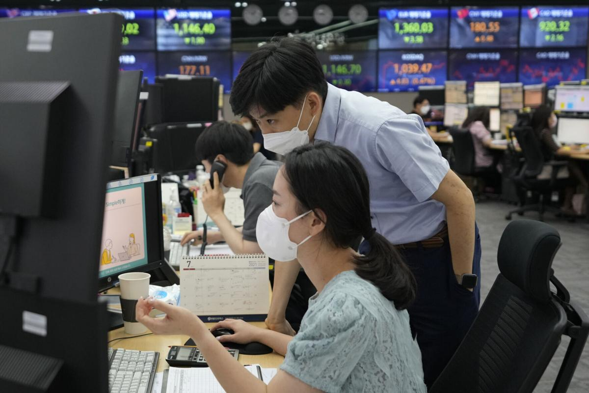 Most Asian markets fall as traders struggle to track Wall St record