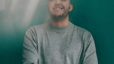 Photo of Ten przystojny i uśmiechnięty mężczyzna …