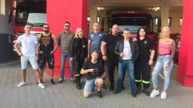 """Photo of """"Nim świat spłonie"""". Szczeciński raper Sobota nagrał teledysk ze strażakami ochotnikami ZDJĘCIA, WIDEO"""