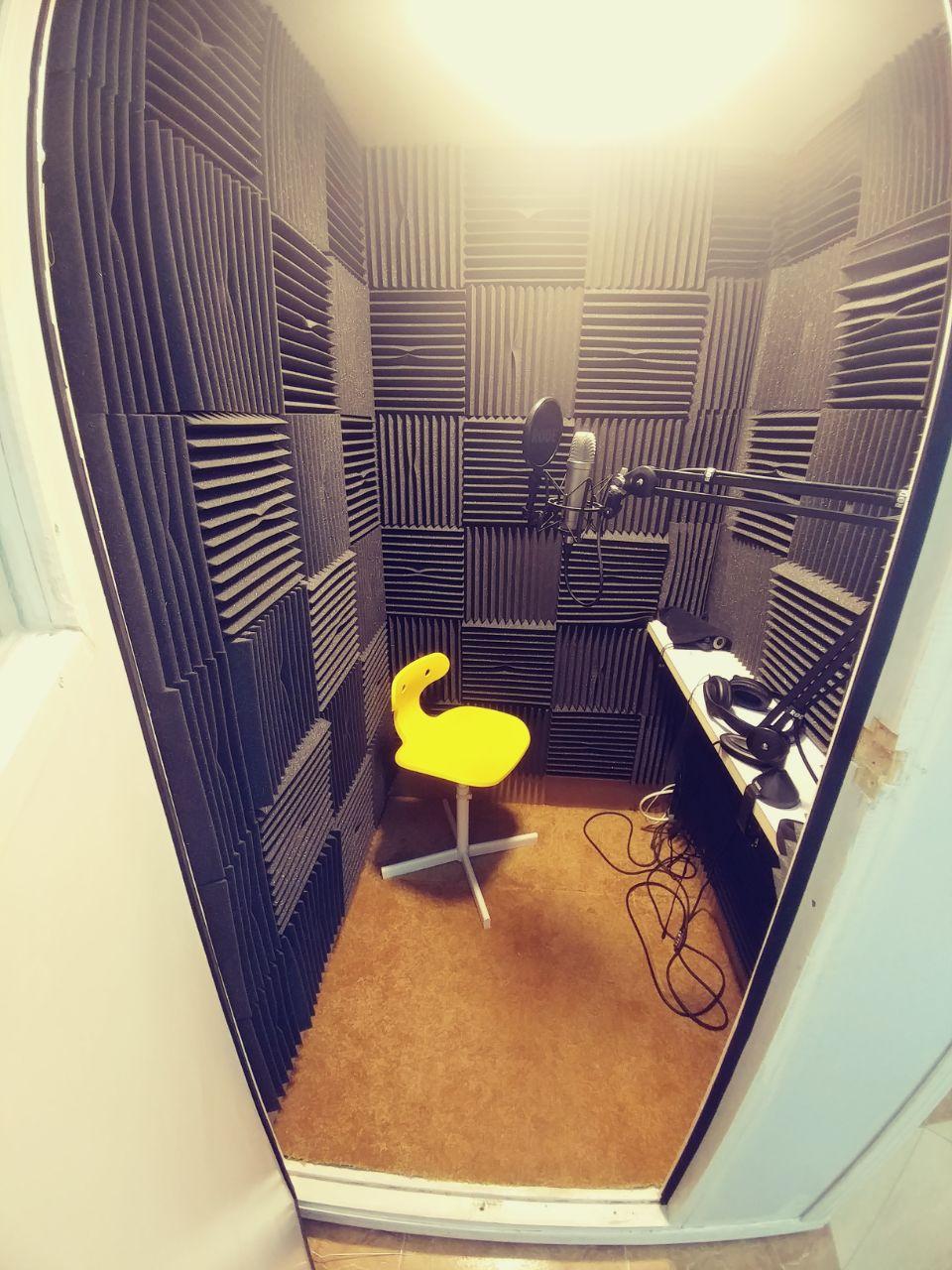 استديو تسجيل صوتي منزلي متنقل