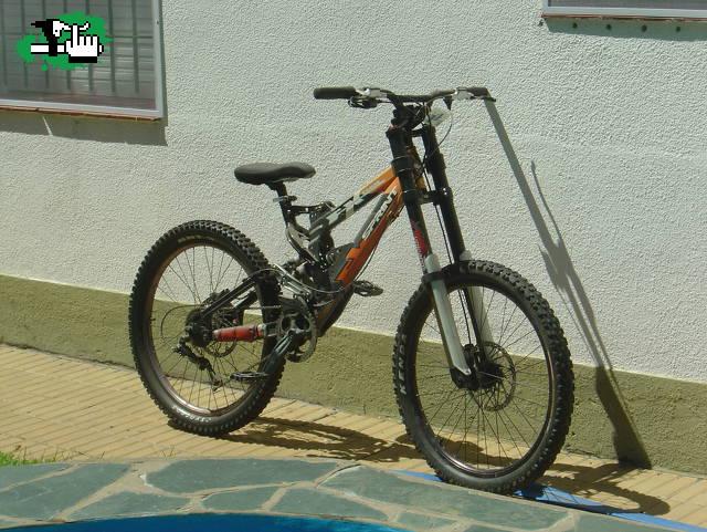 Bicicleta SPRINT FX TEAM DH usada