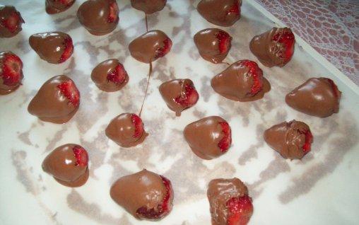 Retete Culinare - Capsuni trase in ciocolata
