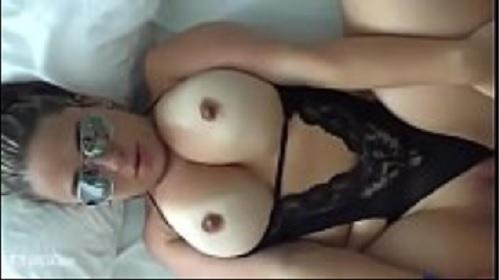amadora peituda de lingerie