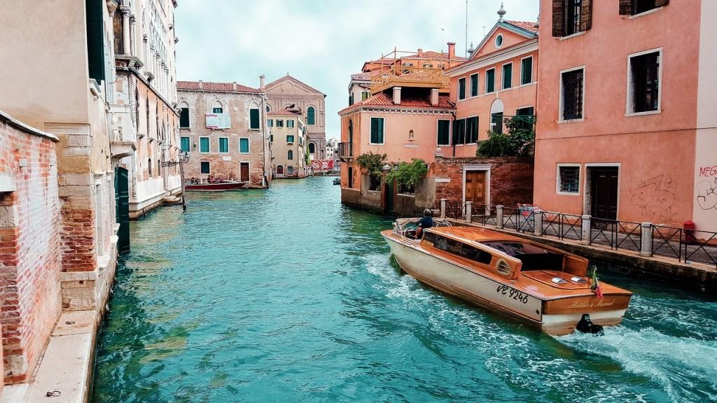 Boat Taxi - Venice Bucket List