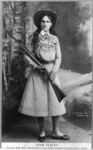 640px-Annie_Oakley_-_Full_length_photograph_circa_1899