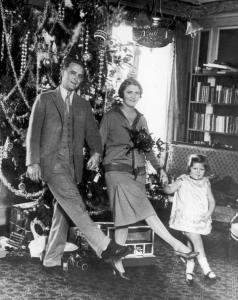 F. Scott Fitzgerald with his wife Zelda and their daughter Scottie in Paris: Christmas, 1925. (Photo by Hulton Archive/Getty Images)