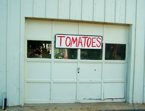 Tomato sign on Slack barn; photo by L. Goldman