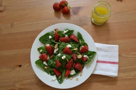 Strawberry and goat cheese salad - picture 2
