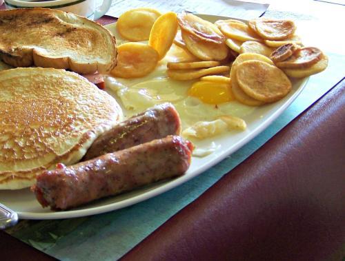 Breakfast at Riegelsville Fire Co; photo Lynne Goldman