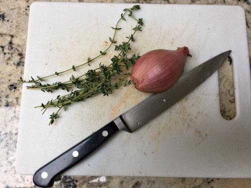 chopping-board_onion_knife_martine-bertin-peterson