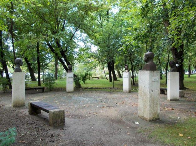 Imagini pentru parcul operei