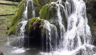 Turism de aventură pe Cheile Nerei- o experiență de neratat