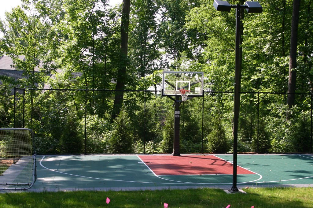 14.-Home-in-the-Woods-After-Sports-court-1.jpg?fit=1024%2C680&ssl=1