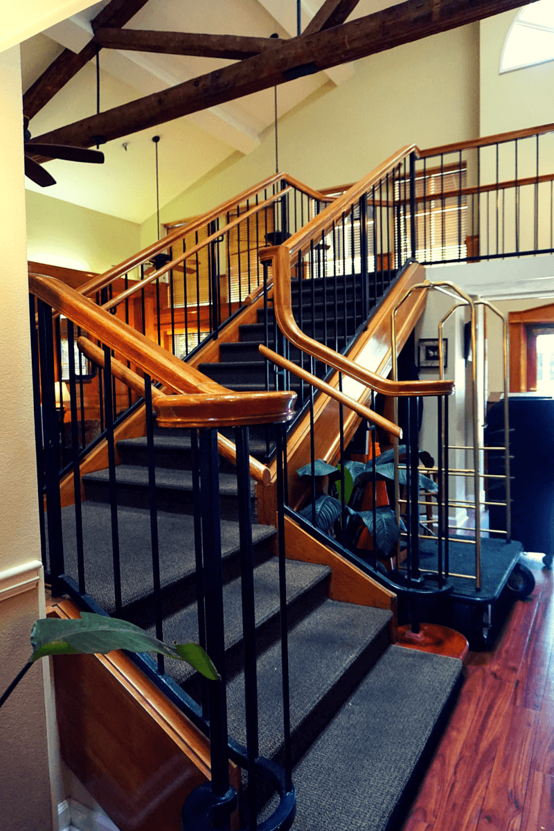 Governors Inn Hotel staircase