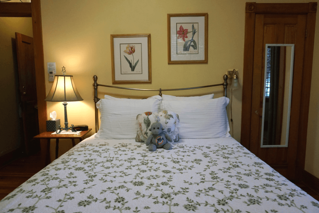 Piccadilly room at Sweetwater Inn Gainesville