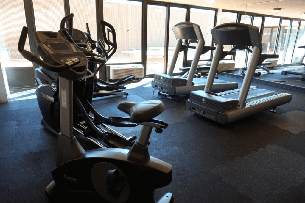 Lincoln NE lodging with a gym