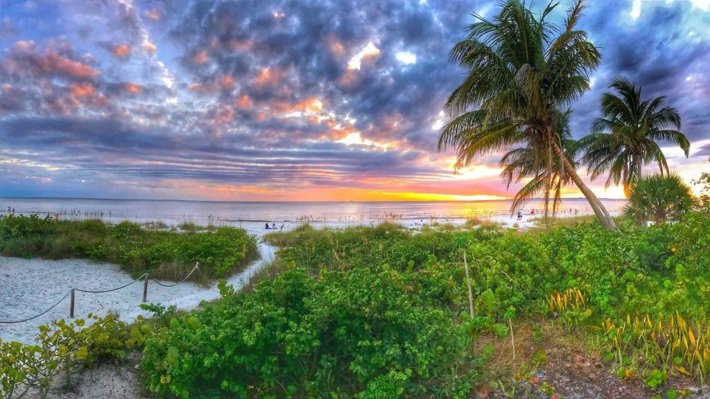 View of Fort Meyers Beach at sunset.