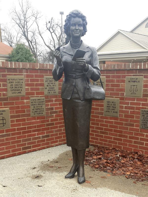 Noel Neill / Lois Lane statue in Metropolis Illinois