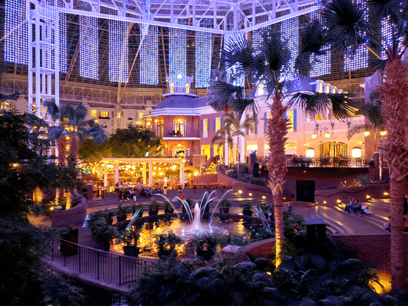 Magnificent fountain shows at the Opryland Resort in Nashville that go along with lights and music