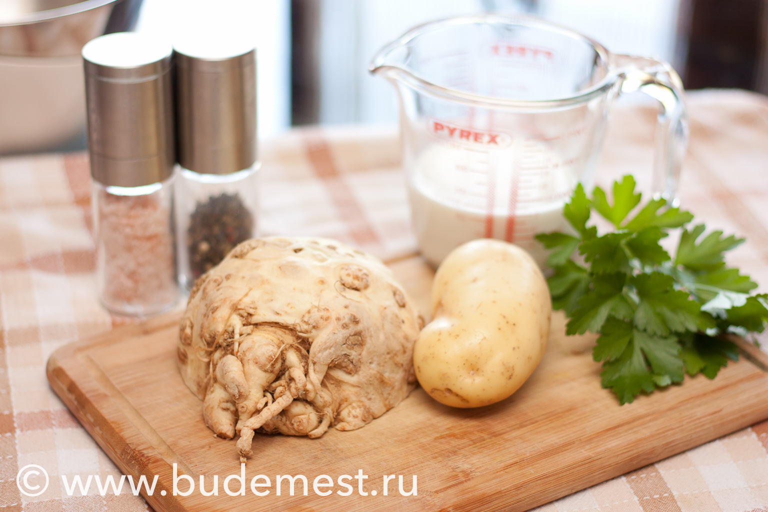 Ингредиенты для приготовления крем-супа из корня сельдерея и картофеля