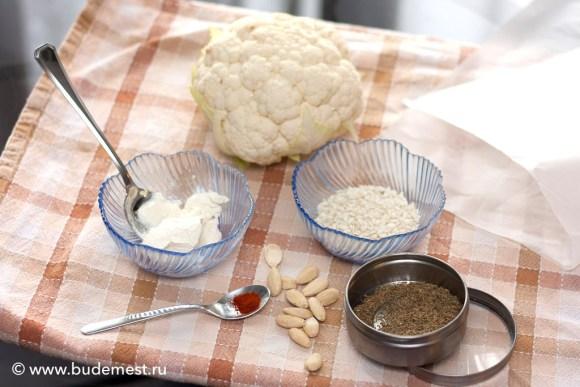 Ингредиенты для ризотто с цветной капустой и миндалем