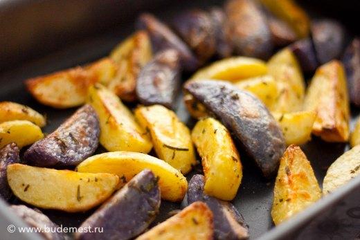 Картофель с ароматическими травами в печи