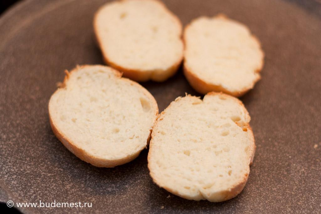 Подсушите хлеб на блинной сковородке, в пекчи или тостере