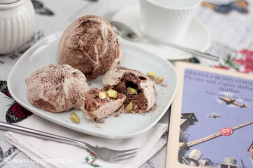 Меринги с какао и фисташками