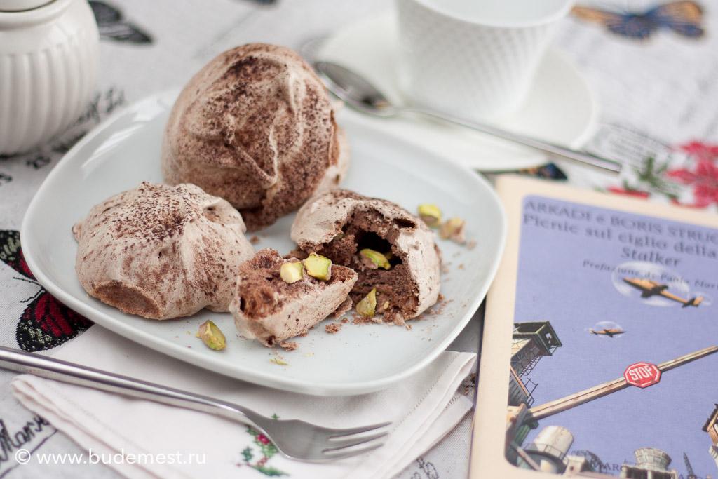 Меренга с какао и фисташками