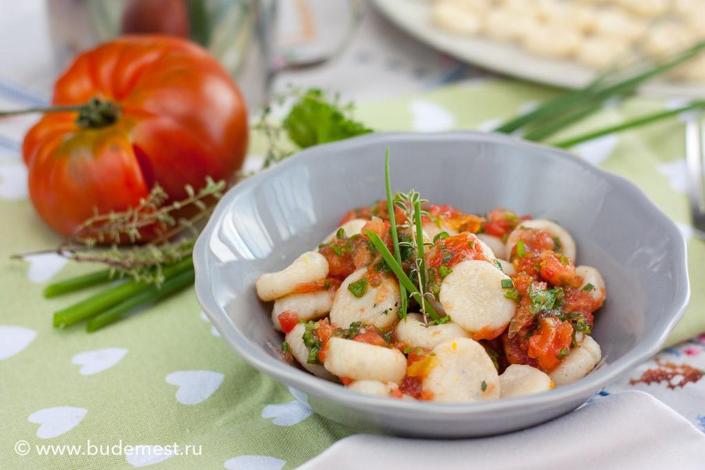 Ньокки с рикоттой и соус из сырого томата